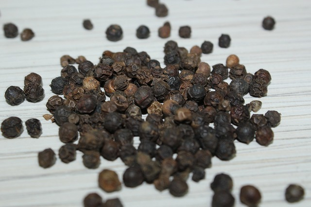 what is black pepper essential oil