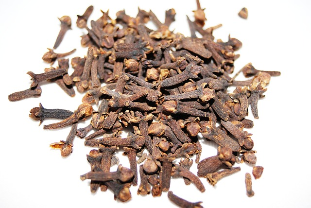 about clove essential oil