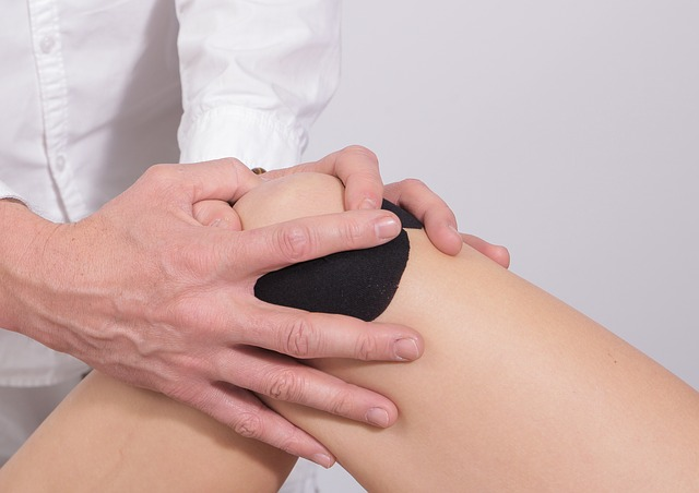symptoms of knee pain